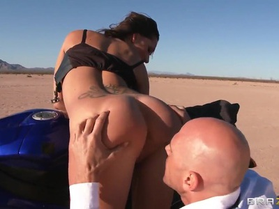 Petite Destiny Dixon sucks Johnny Sins in desert