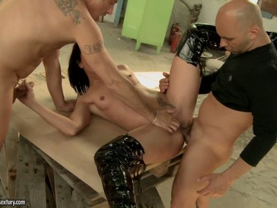 Anal pounding of voracious brunette babe Andy Brown